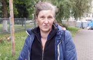 Жительница Могилева собирает бутылки, чтобы заплатить за квартиру