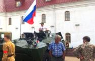 В Орше колонну бронетехники РФ чиновники встретили хлебом-солью
