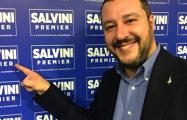 Глава МВД Италии поплавал в бассейне конфискованной у мафии виллы