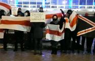 Возле Национальной школы красоты прошла акция в поддержку Ольги Хижинковой