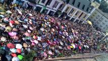 Пять тысяч брестчан вышли в центр города за «халявными» конфетами