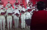 Видеофакт: «Вольны хор» поет гимн белорусской революции