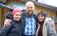 Семья белорусов отказывается от гражданства и просит Лукашенко дать им просто жить