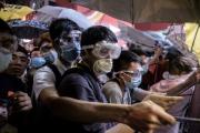 В Гонконге возобновились столкновения между демонстрантами и полицией