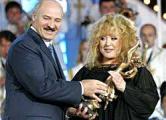 Лукашенко в восторге от неповторимого голоса и женского обаяния Пугачевой