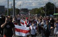 Тысячи протестующих идут к изолятору в Гродно
