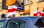 Автолюбители провели бело-красно-белый автопробег