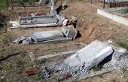 В Поставском районе разрушили памятники на католическом кладбище