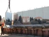 Израильская армия начала сносить стену между евреями и арабами в Иерусалиме