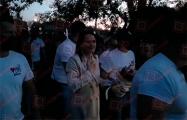 Белорусы провожают Светлану Тихановскую под лозунг «Верым! Можам! Пераможам!»