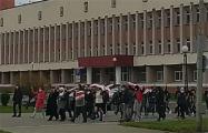 Новополоцк вышел на акцию протеста под бело-красно-белыми флагами