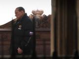 Берлускони избежал наказания за взяточничество