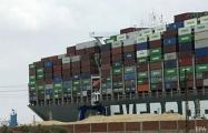 Затор в Суэцком канале: под застрявшим контейнеровозом расчистили более 20 тысяч тонн песка
