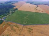 Зачем velcom | A1 изобразил в поле 300-метровый скрипичный ключ?