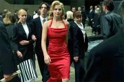 Женщин в красном как сексуальный объект воспринимают даже соперницы