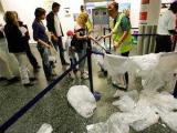 ЕС продлил срок запрета на провоз жидкостей в самолетах
