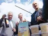 Лукашенко поручил делать квас из картошки и вино из крыжовника