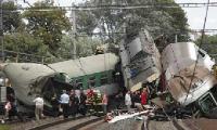 Спасатели продолжают работать на месте аварии товарного поезда в Латвии