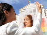 Парламент Португалии узаконил однополые браки