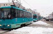 В Минске Renault зажало между двумя трамваями
