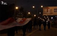 Протестующие из Романовской Слободы прошлись маршем под огромным национальным флагом