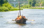 Гродненец два года строил ладью викингов и наконец спустил ее на воду