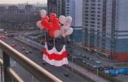 Национальные флаги снова появились в небе над Минском