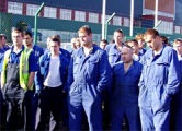 На время визита диктатора рабочих заперли в цехах