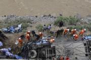 В Тибете автобус с туристами упал в пропасть