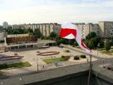 Бело-красно-белый флаг на железнодорожном вокзале в Минске (Фото)