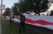 Шабаны вышли с огромным бело-красно-белым флагом