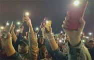 На площади Независимости собравшиеся почтили память Героев Беларуси
