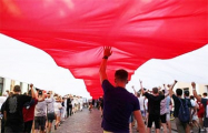 В Новополоцке партизаны вывесили бело-красно-белый флаг