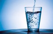 В Беларуси крупные магазины обязали продавать воду в стеклянных бутылках