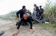 Венгрия не будет открывать на границе «коридоры» для мигрантов