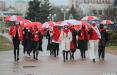 В очередной раз девушки прошлись по улицам Минска с зонтиками в национальных цветах