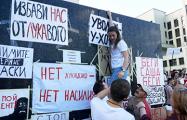 Памятник Ленина возле Дома правительства обклеили плакатами