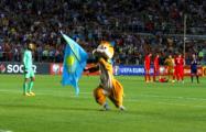 В Казахстане на поле выбежал болельщик в костюме бурундука