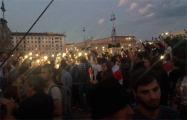 На площади Независимости белорусы скандируют «Уходи!»