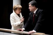 Порошенко поблагодарил Меркель за гуманитарный конвой