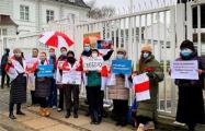Акции солидарности в белорусами прошли во многих городах мира