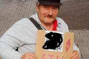 Безногий бездомный нашел способ собирать милостыню в криптовалюте