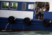 В Китае паром столкнулся с грузовым судном