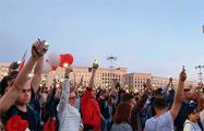 Митинг у правительства Беларуси закончился минутой молчания
