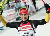 Симон Шемпп выиграл спринт на этапе Кубка мира по биатлону