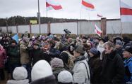Жители Минска вышли на митинг против строительства возле Куропат