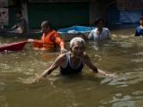 Школы Бангкока превратили в убежища для пострадавших от потопа