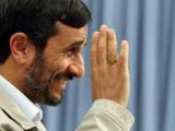 """Ахмадинеджад пригрозил наказать авторов """"проститутки Карлы Бруни"""""""