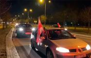 Белорусы Белостока устроили автопробег под бело-красно-белыми флагами