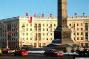 В Минске с балкона вывесили бело-красно-белый флаг (Фото)